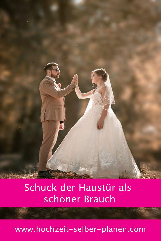 Schuck Der Haustur Als Schoner Brauch Hochzeit Kleid Hochzeit Heiraten