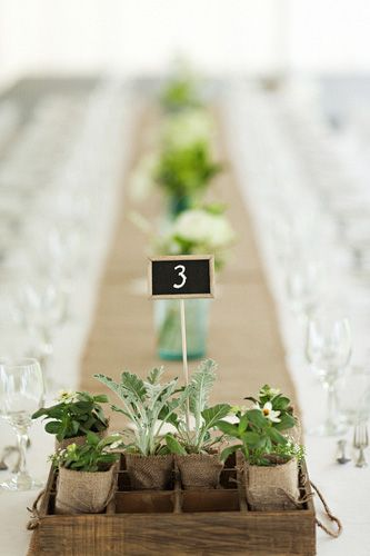 Nice and rustic table decoration idea.