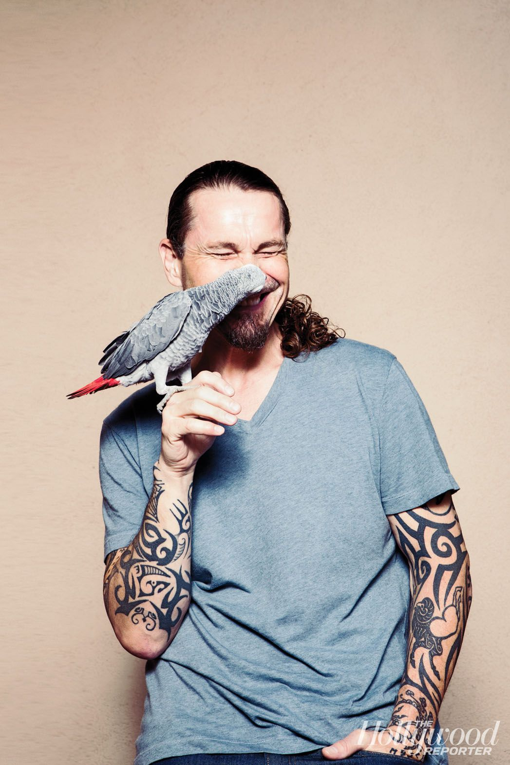 Hollywood Pets: Kurt Sutter with Ike, his African grey parrot. #THRPets nothing is as sexy as a man with a brain and a love for animals. Of course, Tattoos and a nice face help.