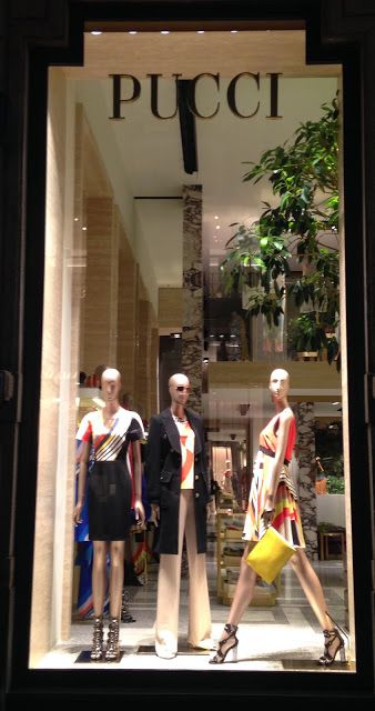 Outfit By Emilio Pucci. - Milan fashion windows