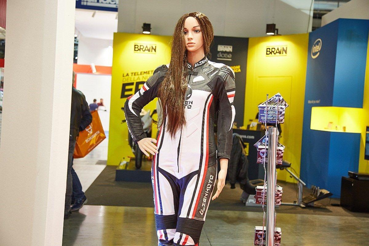We are so very proud and happy to receive PETA´s Proggy Award :) www.alienmoto.se http://www.motorcyclenews.com/news/2017/may/alien-moto-peta-vegan-motorcycle-suit/