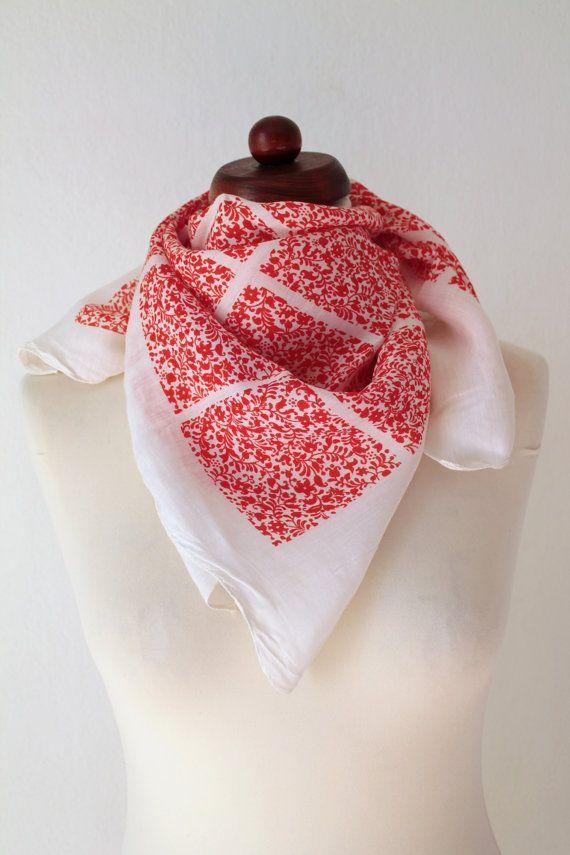 Vintage Scarf  1970's Red and White Floral von PaperdollVintageShop, €9.90