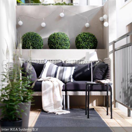Gepolsterte sitzbank in graut nen julie korais balkon for Dachterrassen gestaltungsideen