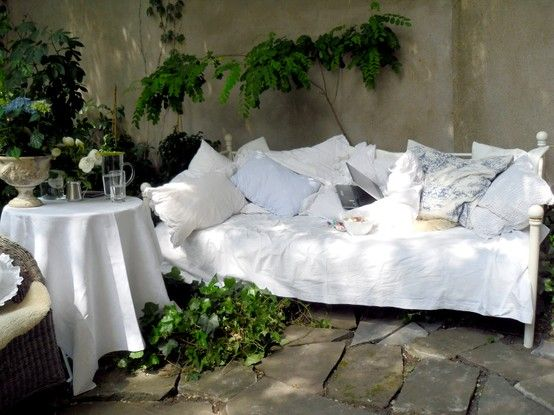 gartenbett im mai garten pinterest garten garten deko und terrasse. Black Bedroom Furniture Sets. Home Design Ideas