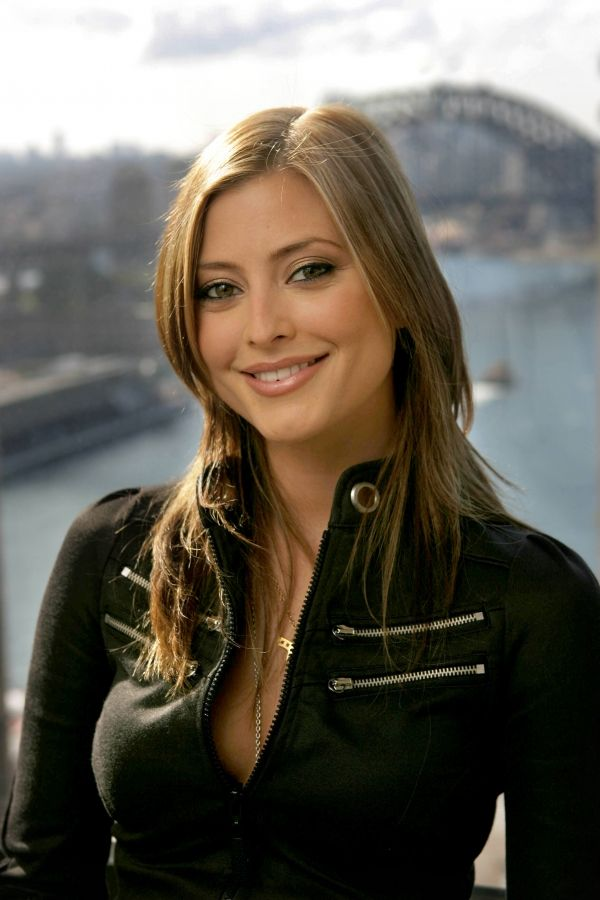 Picture Of Holly Valance Holly Valance Celebrity Smiles Celebrity Wallpapers