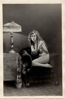 Little Hokum Rag: Photo of the Day - Ukulele Girl 1918