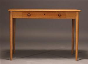 Lauritz.com - Moderne borde og stole - H. J. Wegner. Dameskrivebord af egetræ - DK, Aalborg, Nibevej
