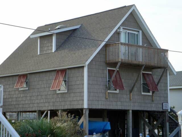 Mastic alside plygem hand split vinyl shake 9 5 in for Beach house siding ideas