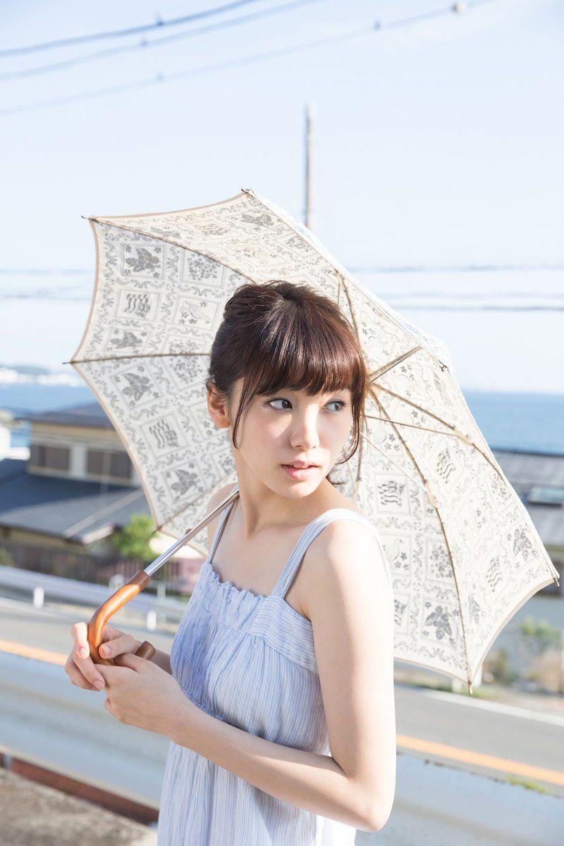 日傘が似合う飯豊まりえ