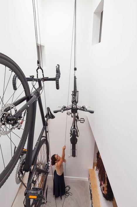 Sistema de poleas para guardar tu bici bike storage for Polea para subir muebles