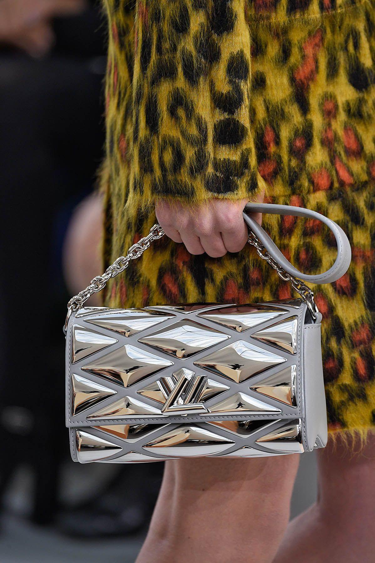Detalhes // Louis Vuitton, Paris, Inverno 2016 RTW // Foto 55 // Desfiles // FFW