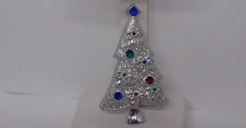 Plastic Childs Christmas Tree Pin #314 Holiday Jewelry Christmas Tree Pin Green Christmas Tree Brooch Christmas Pins
