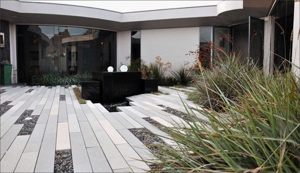 Cool Middle Garden Home Design Ideas Wall Decorating Ideas House ...