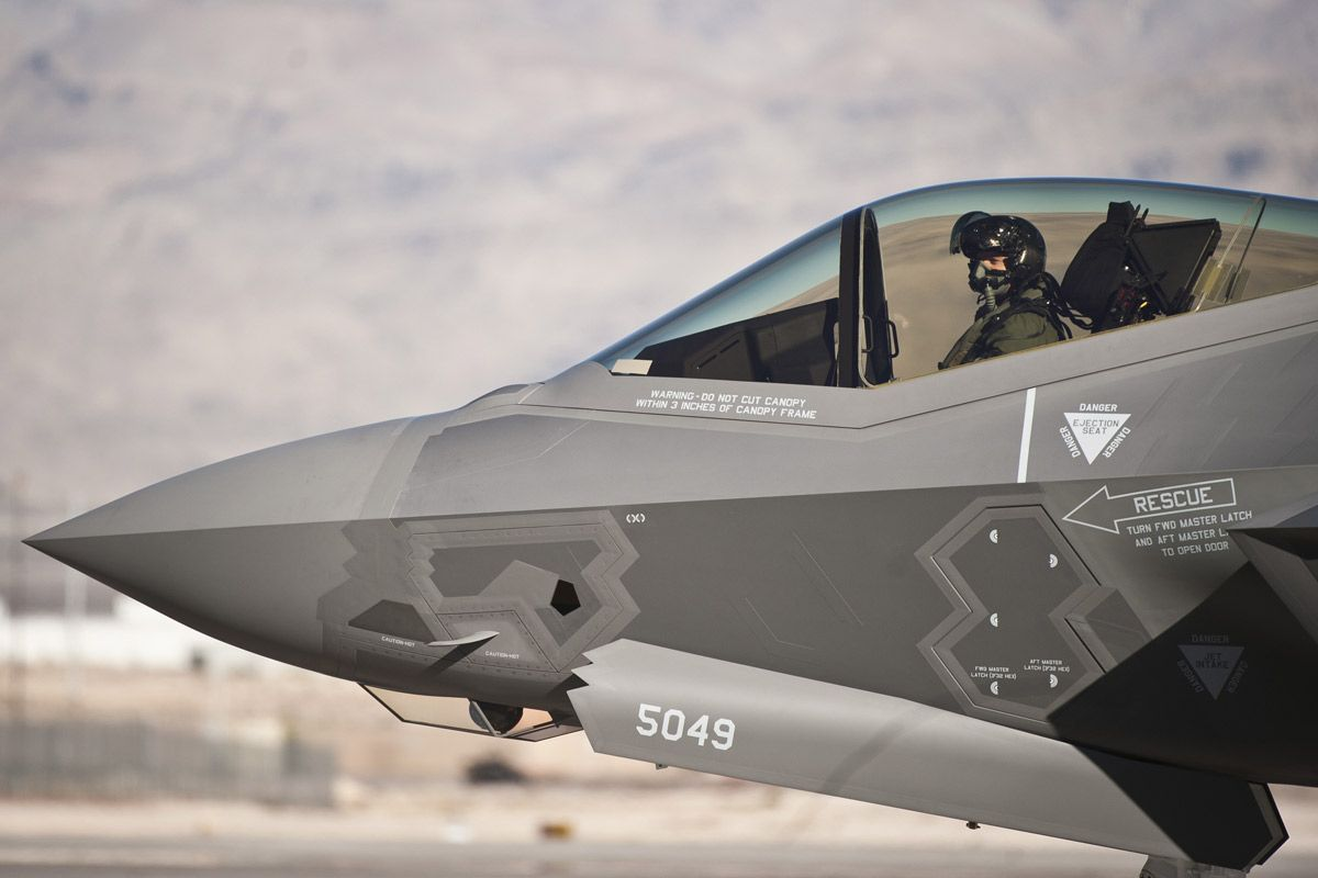 http://airheadsfly.com/wp-content/uploads/2015/01/Nellis_USAF_F-35_2.jpg