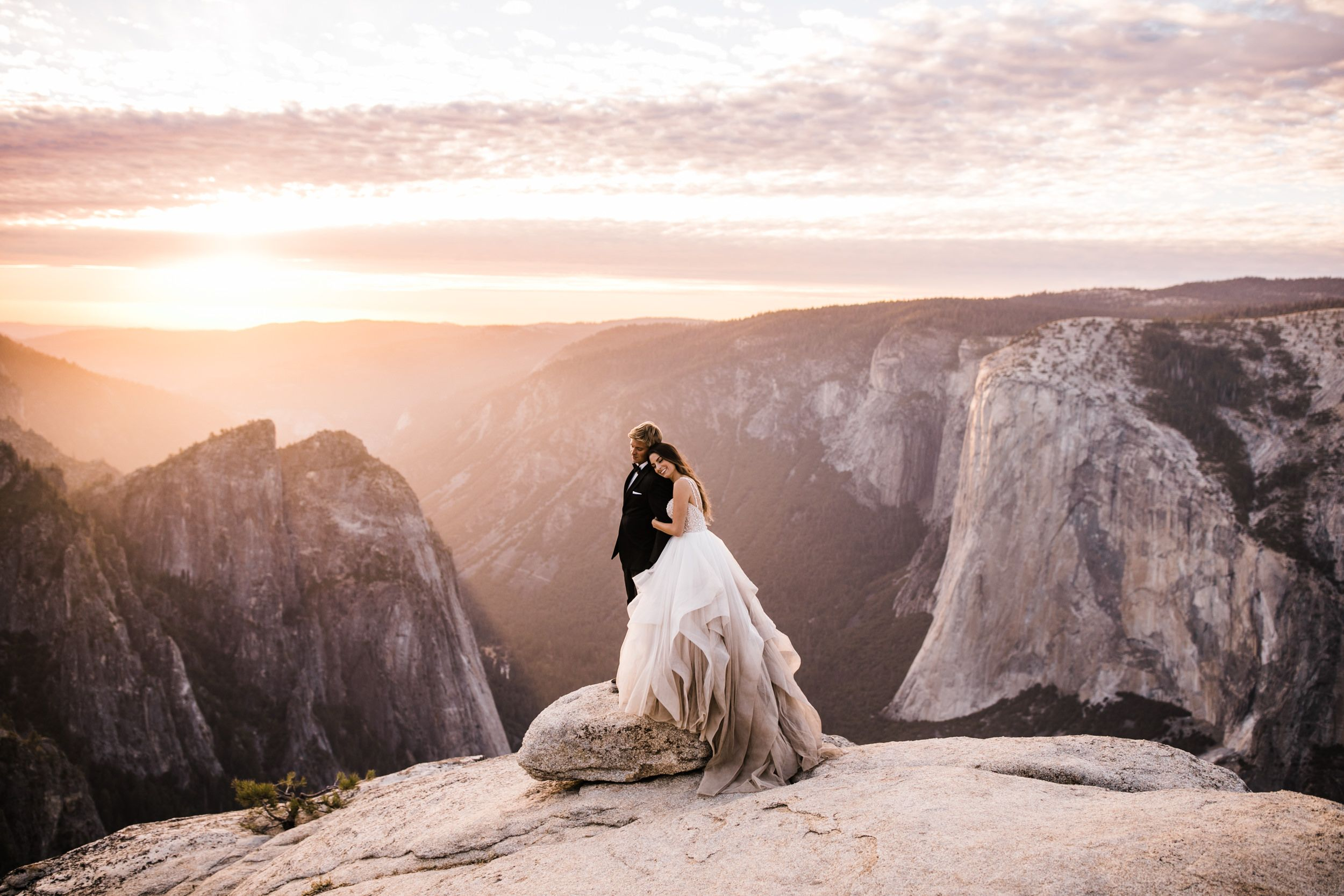 Yosemite National Park Intimate Wedding At Glacier Point Hike To Taft Point Adventure Elopement Photographer Adventure Wedding Elopement Photographers I Adventure Wedding Yosemite Wedding Adventure Elopement