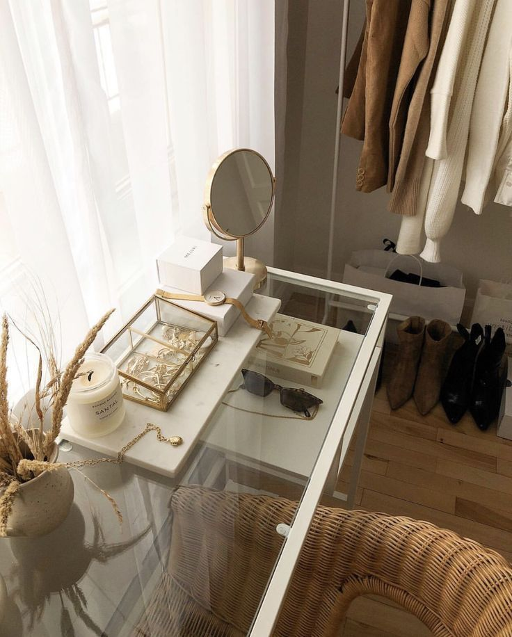 Sundrenched Schrank #closet - #closet #Schrank #Sundrenched #retroideas