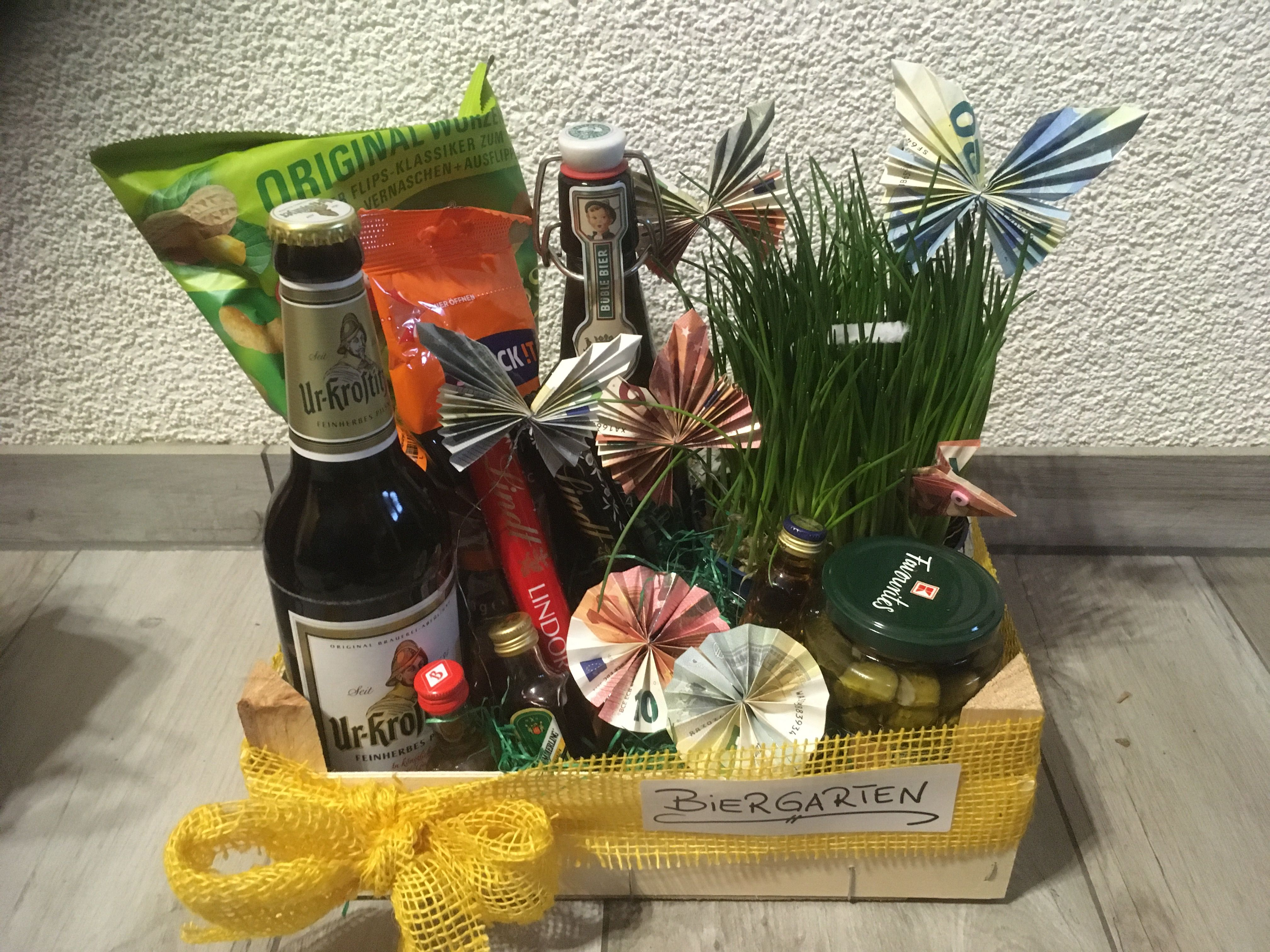 Biergarten Fur Den Mann In 2020 Geschenk Garten Geschenke Geschenke Zum 50