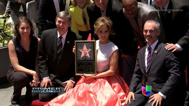 VIDEO: Jennifer López ya tiene su estrella en Hollywood - http://uptotheminutenews.net/2013/06/20/latin-america/video-jennifer-lopez-ya-tiene-su-estrella-en-hollywood/