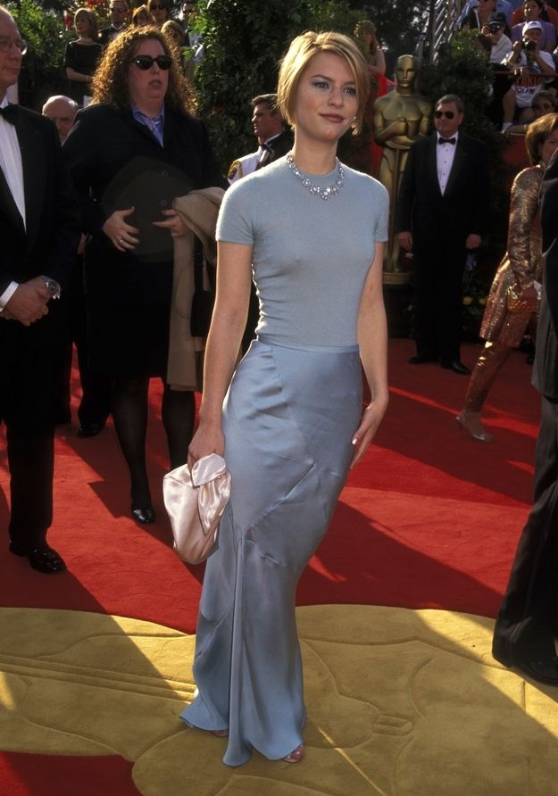 Claire Danes 10 Most Magical Red Carpet Moments Of The 90s Award Show Dresses Nice Dresses Claire Danes