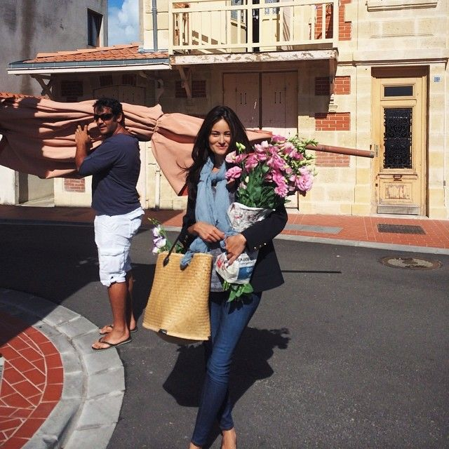 Buying flowers & bread in Soulac this morning #france #soulac #medoc