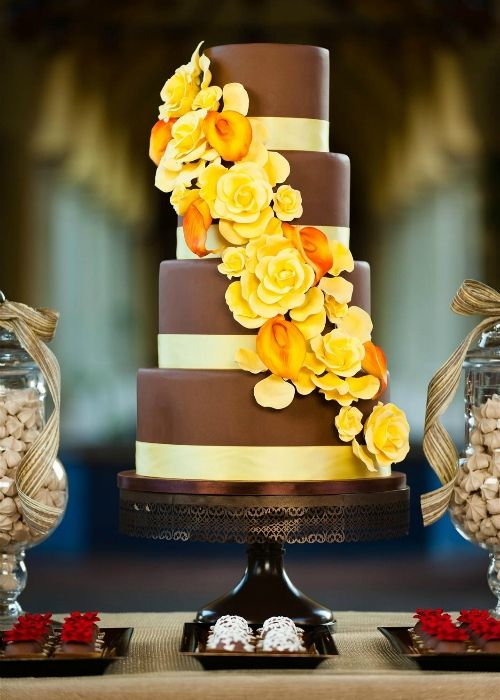 Brown Pedestal Cake Stand. The perfect wedding cakestand. | I ...