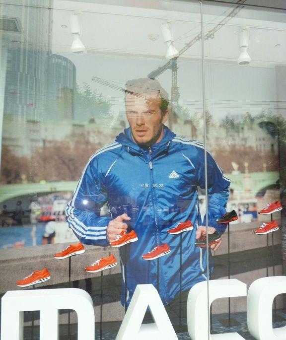 시의적절하게 베컴 사진을..  David Beckham at Sanlitun, Bejing China