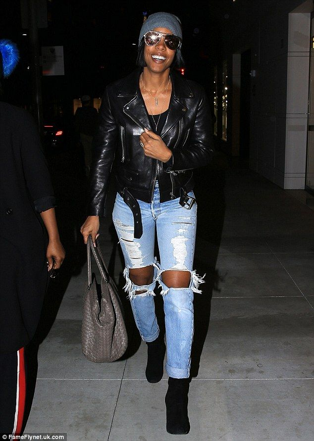 Stunner! Kelly Rowland looked stylish as ever as she grinned wide and strolled around Beverly Hills, shopping with girlfriends on Tuesday