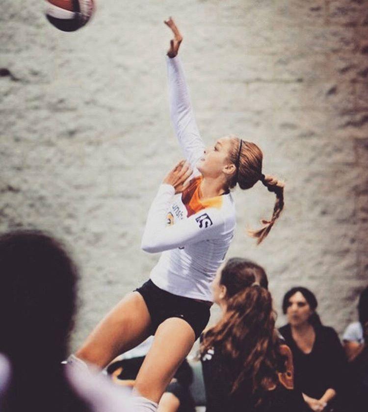 Gigi Hadid Playing Volleyball Gigi Hadid Volleyball Gigi Hadid Hadid
