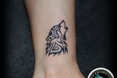 dec7f48aa Tattoo wolf is a good choice for your small tattoo. | Μικρά Τατουάζ ...