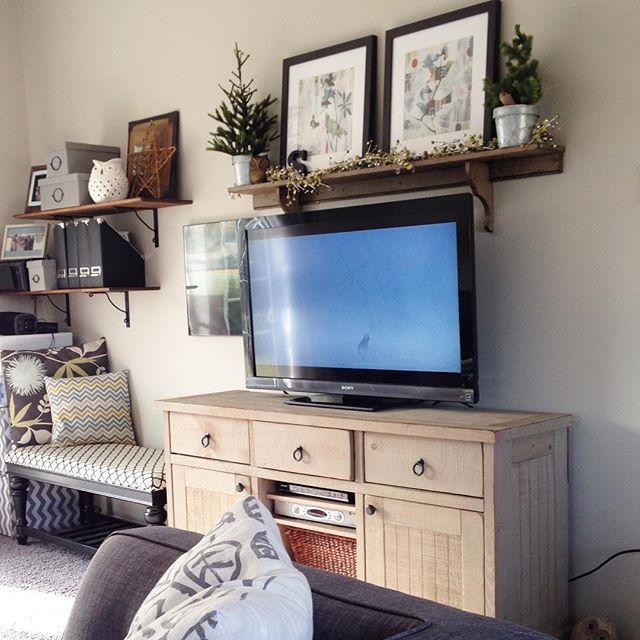 Source Jamie Athome Love The Shelf Above The Tv Living Room Decor Inspiration Tv Decor Tv Wall Decor