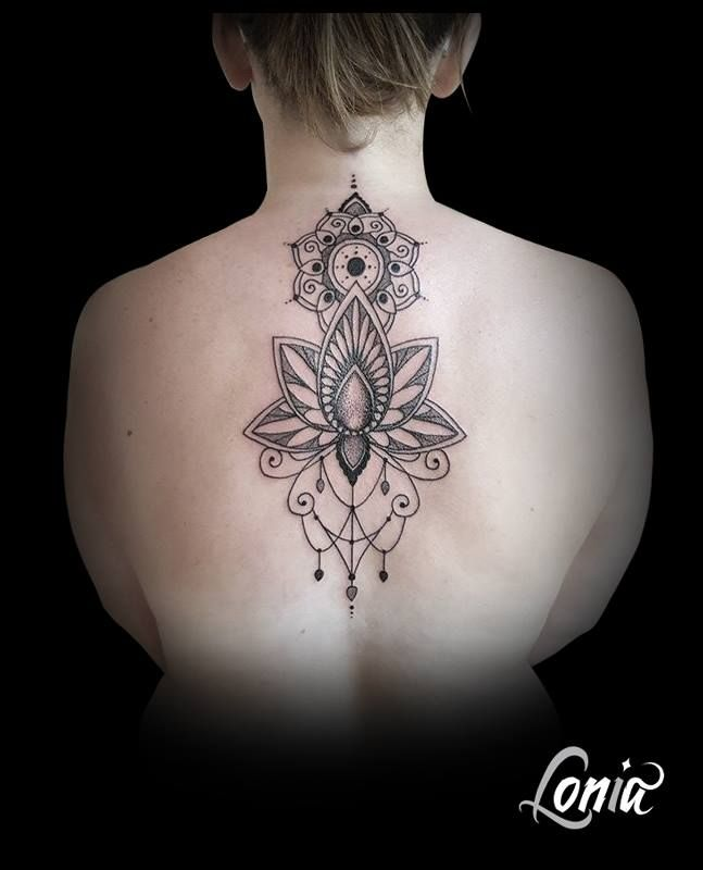 tatouage lonia tattoo ornements mandala dos fleur de lotus. Black Bedroom Furniture Sets. Home Design Ideas