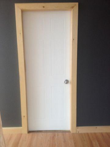 Porte blanche interieur 30 pouces fen tres portes for Moulure fenetre interieur