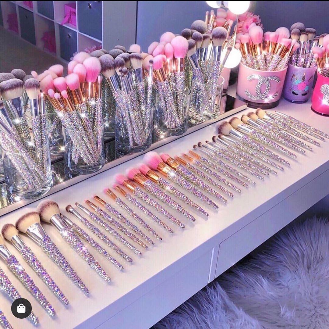 مجموعة احلامي بصور Diy makeup brush, Makeup