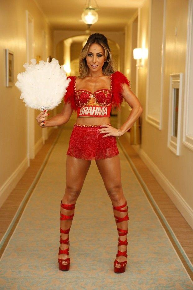Sabrina Sato usa look sexy, com bumbum de fora, para carnaval do Rio ... f92e3fefcf
