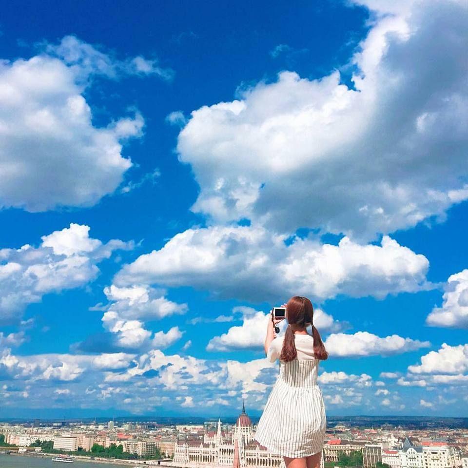 Trong hình ảnh có thể có: một hoặc nhiều người, đám mây, bầu trời, ngoài trời và thiên nhiên