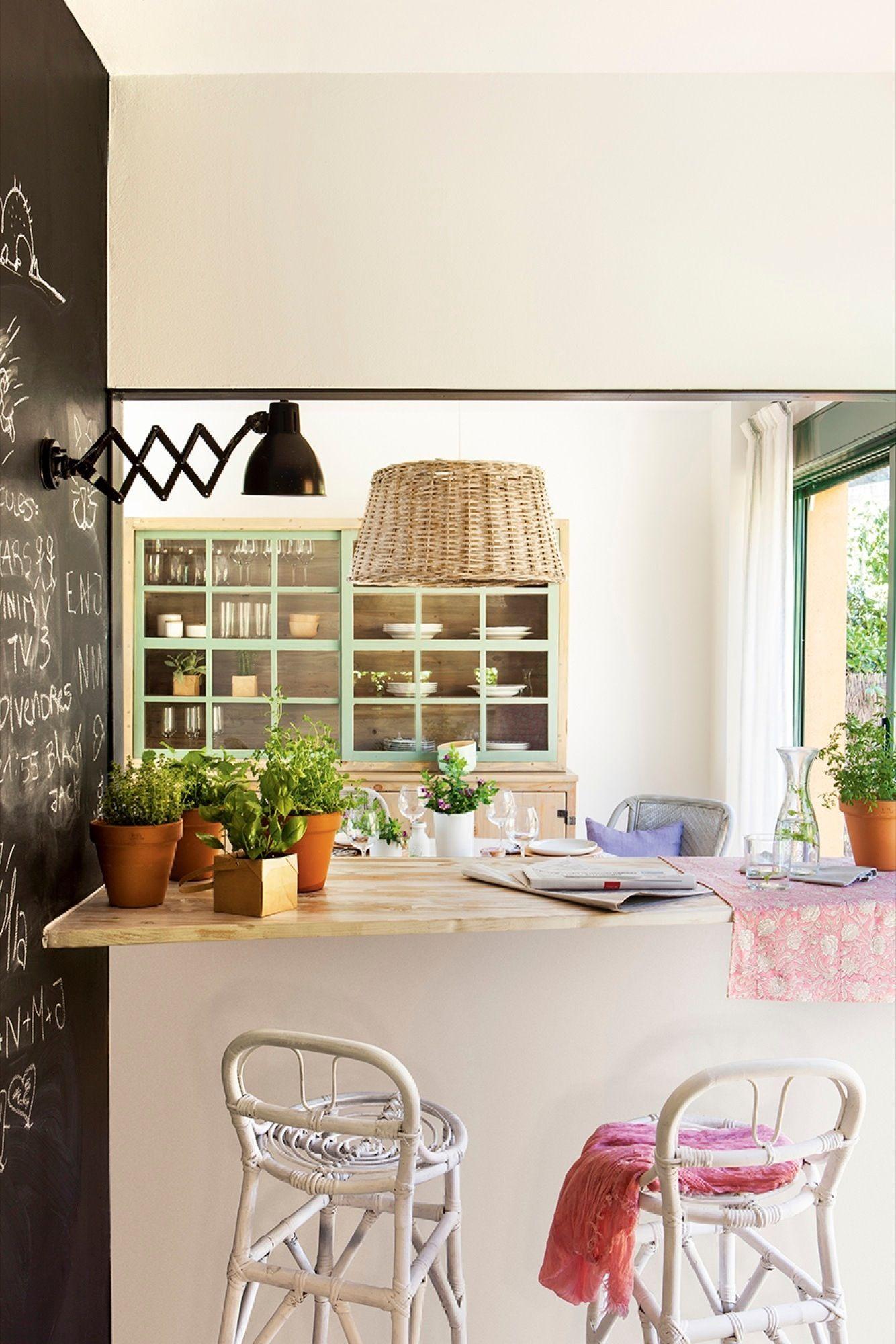 Cocina abierta al salón con una ventana con cuarterones | Ventana ...