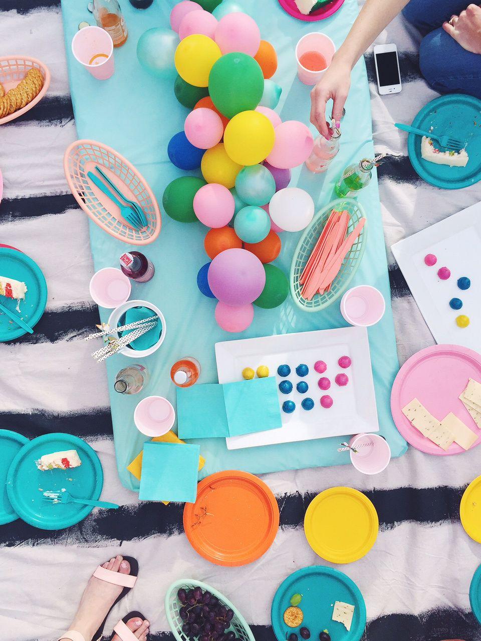 DIY balloon centerpiece Balloon centerpieces Centerpieces and