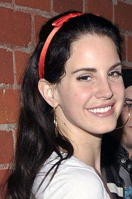 Lana Del Rey ungeschminkt und ganz ohne Sixties-Style