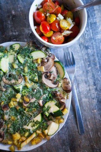 kuechenchaotin.de: Fruehlings-Kraeuteromelette mit buntem Tomatensalat