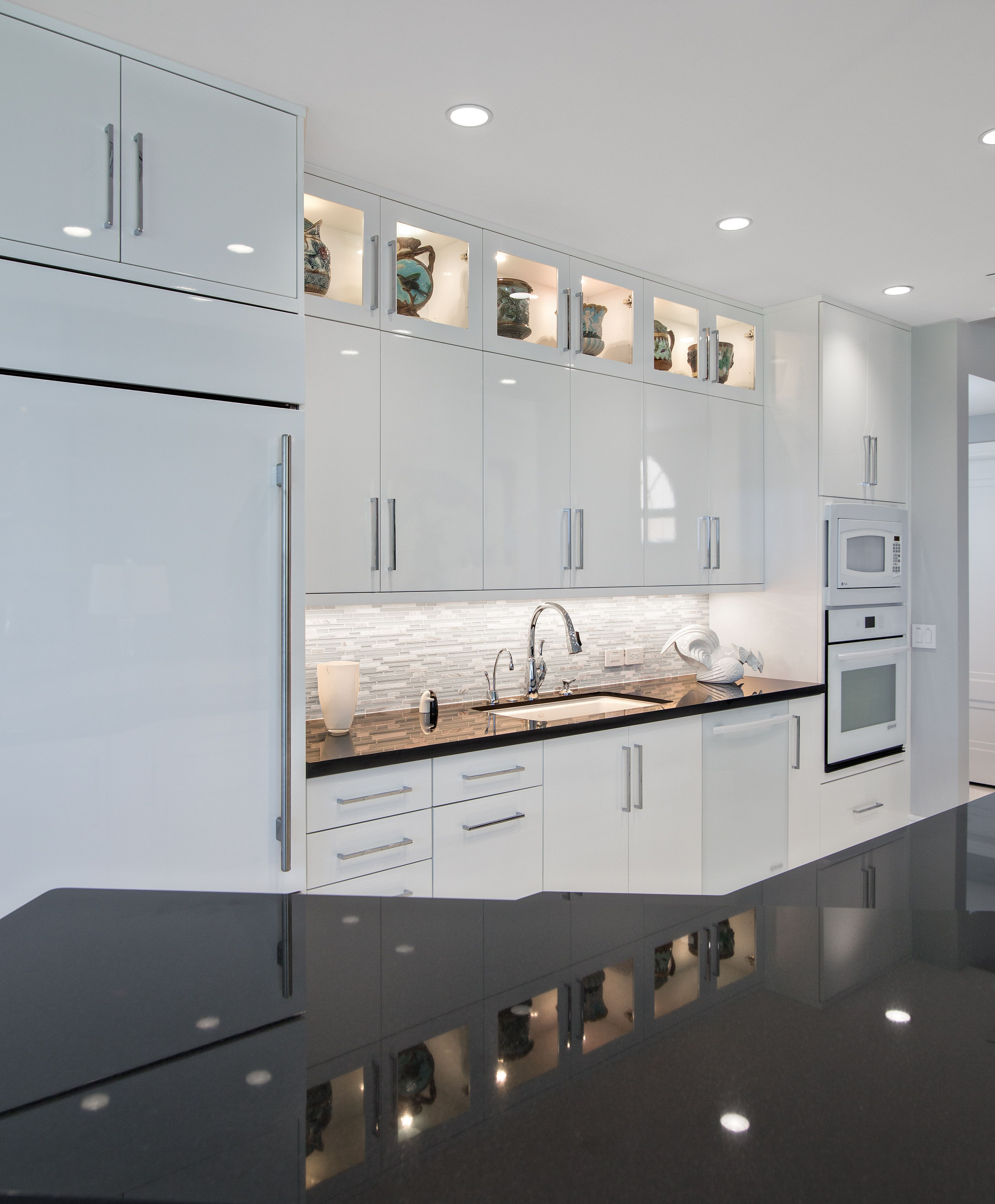 Kitchen Remodel Ventura: Boxer Residence Jupiter, FL Elmwood Cabinetry Ventura Door