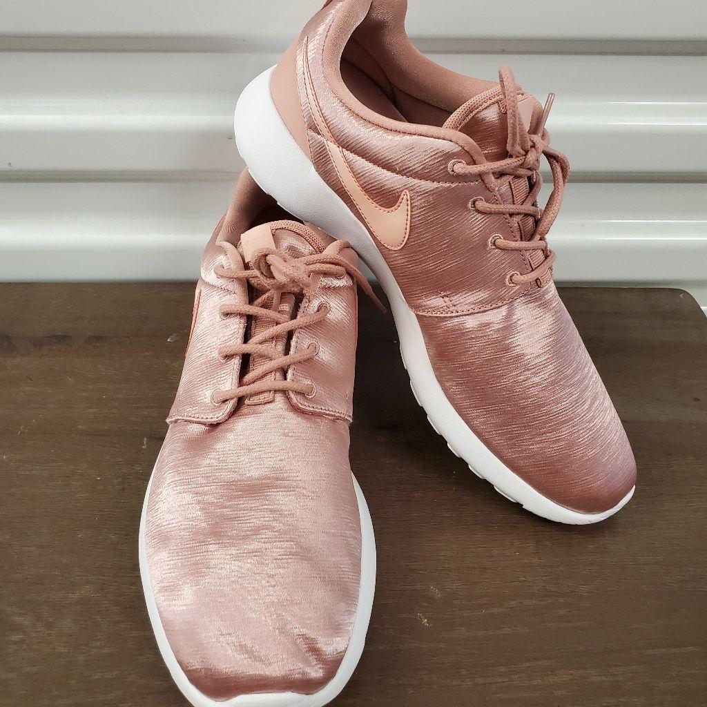 Nike women, Nike roshe, Nike shoes women