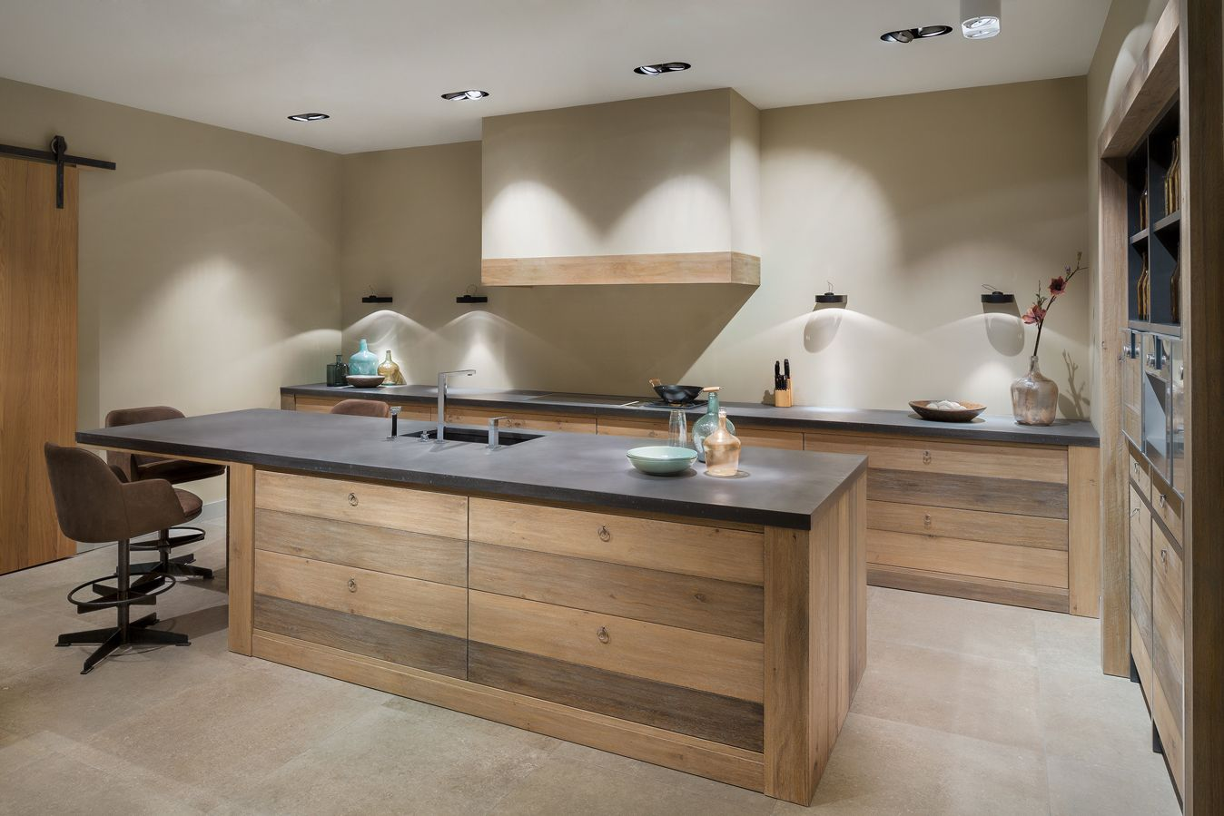 Tinta wood u stijlvolle en moderne keuken in exclusief essenhout