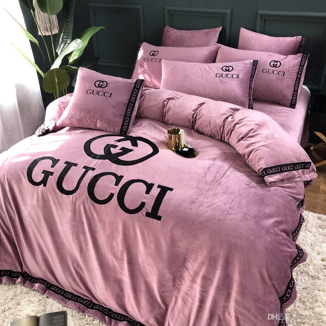 Everything S Gucci Follow Us Hair Nails And Style Diyhomedecorbedroomideaspictures Gucci Bedding Bedroom Decor Simple Bedroom