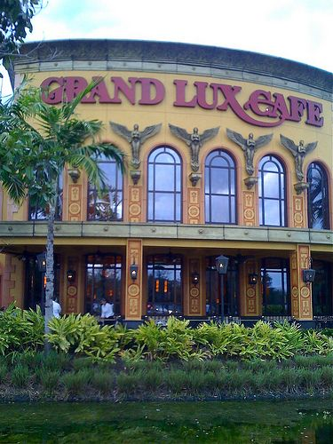 The Grand Lux Cafe Across From The Galleria Nice Restaurant With A