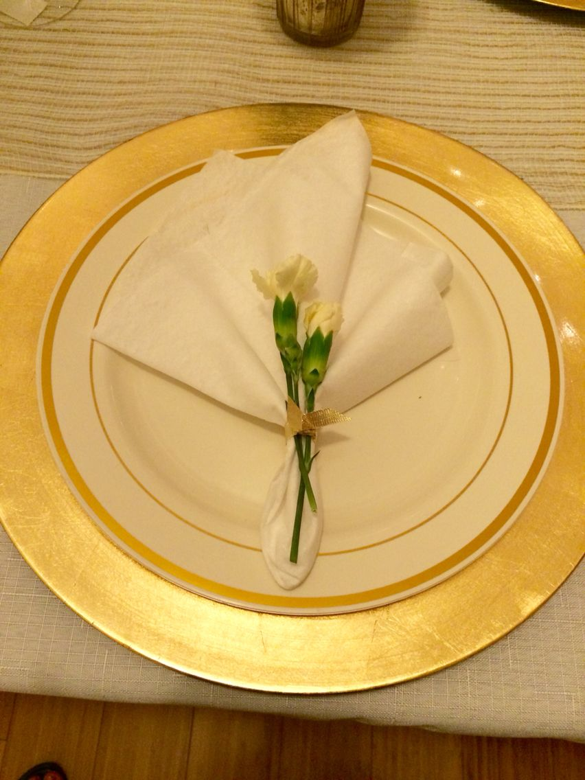 Simple Napkin Fold With Fresh Flowers To Accent Folding Formal Dinner Napkins