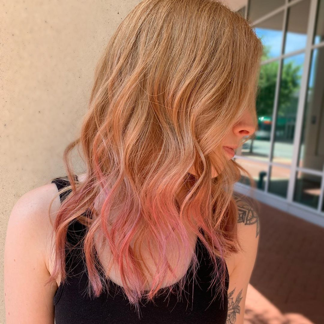 Pink Tips On A Subtle Strawberry Blonde Ft Illumina Color Why Not Pink Blonde Hair Blonde Hair With Pink Tips Strawberry Blonde Hair
