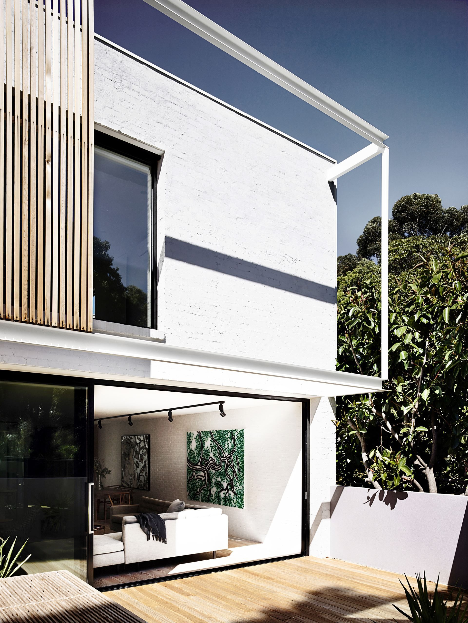 People painting houses - Timber Battens And Cantilevered Steel Beams Give The House An Added Dimension Painting