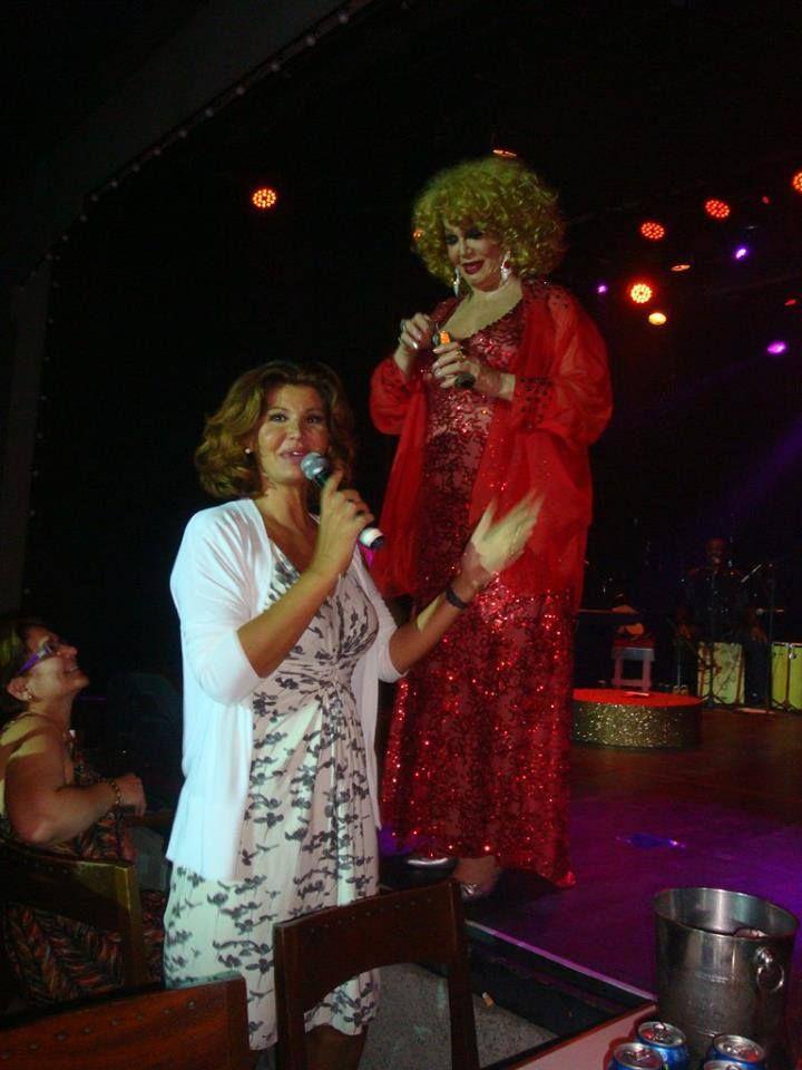 Em visita ao Brasil, Roberta Close reaparece em foto com Jane Di Castro