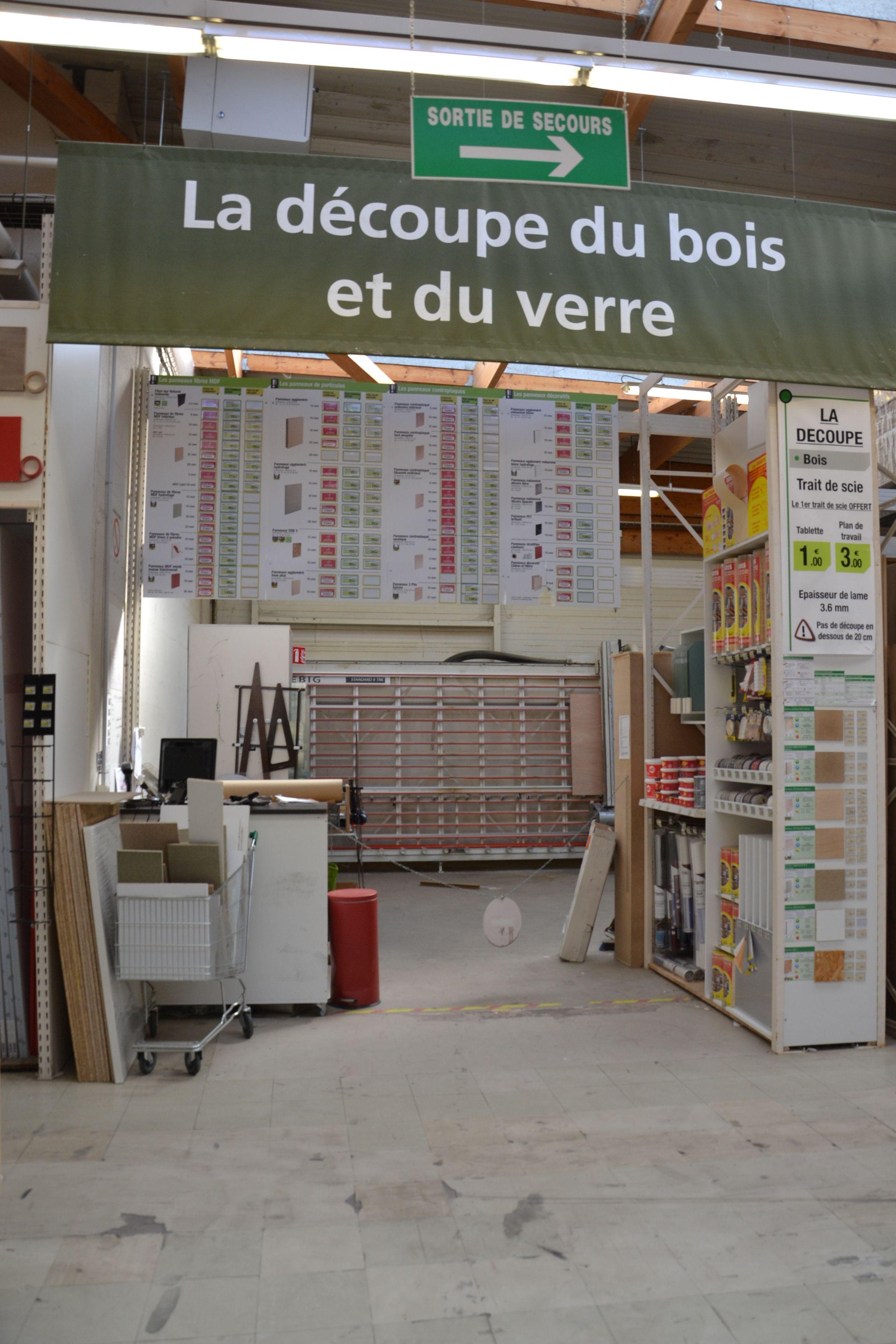 Service Decoupedeboisetduverre Bois Verre Decoupe Equipe Magasin Leroymerlintrignac Trignac Loireatlantique Bricolage Cata Decoupe Bois Maison Bois