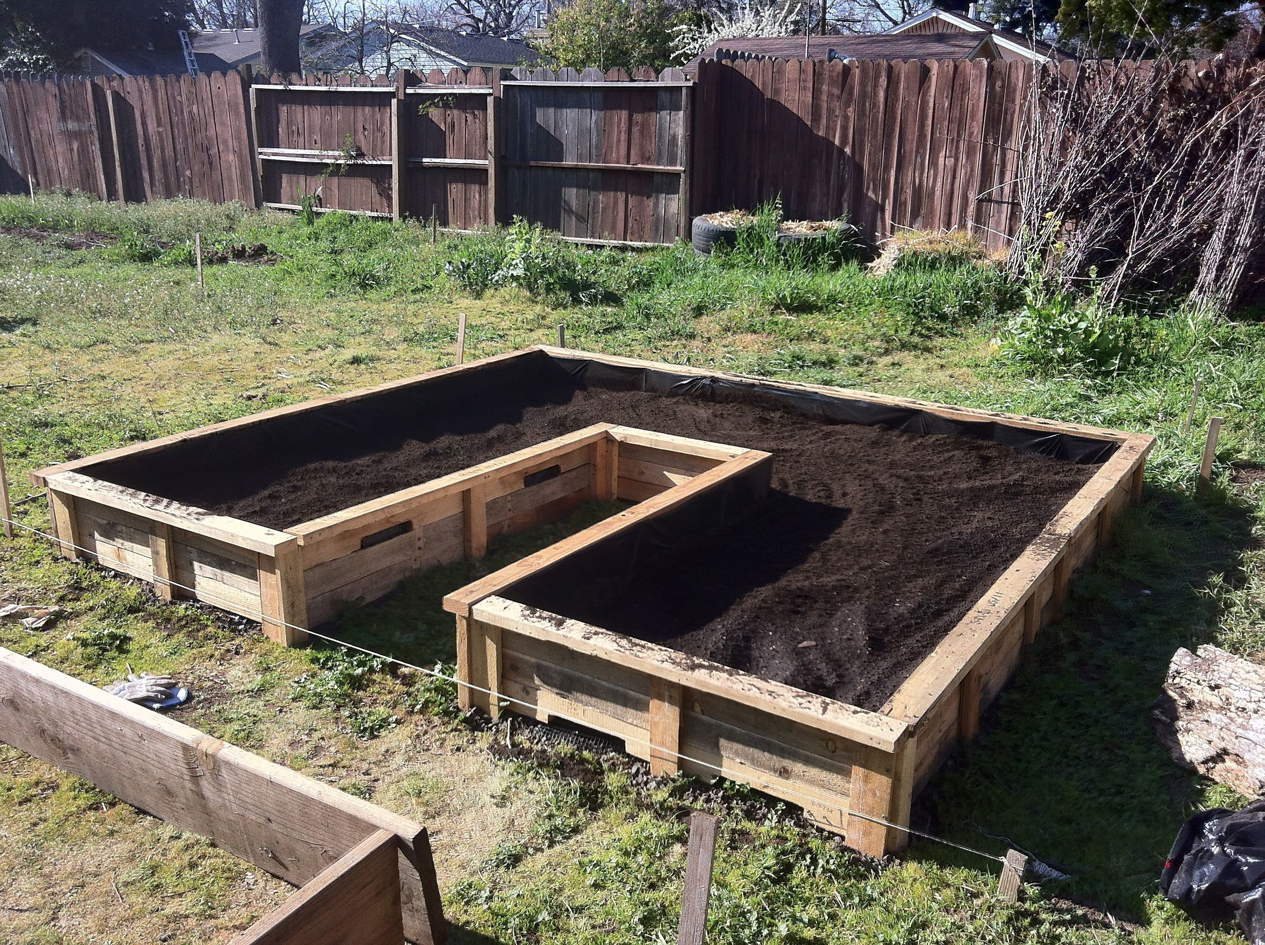 wooden pallet raised bed garden Pallets garden, Small